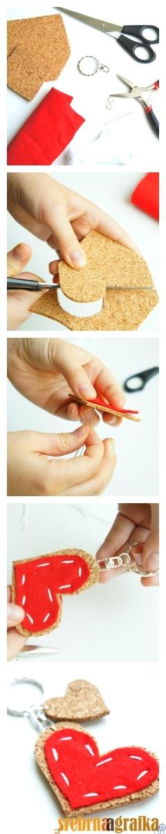 http://srebrnaagrafka.pl/artykuly/uroczy-breloczek-w-5-minut breloczek dla siebie albo na prezent. robi się 5 mninut :)