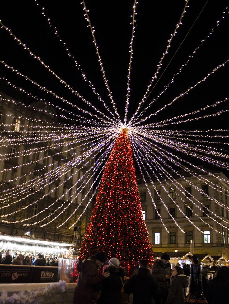 Budapest Christmas Market  #christmas #market #winter #calatorturist #lights #gifts #relax