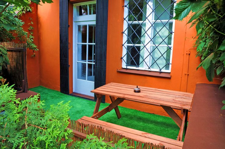 Taras  http://www.apartamenty-krakow.com/nocleg/apartament-pomaranczowy/