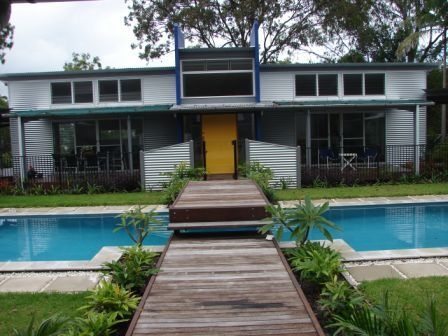 Australian Home Design: Life on land. Cottage renovation pool