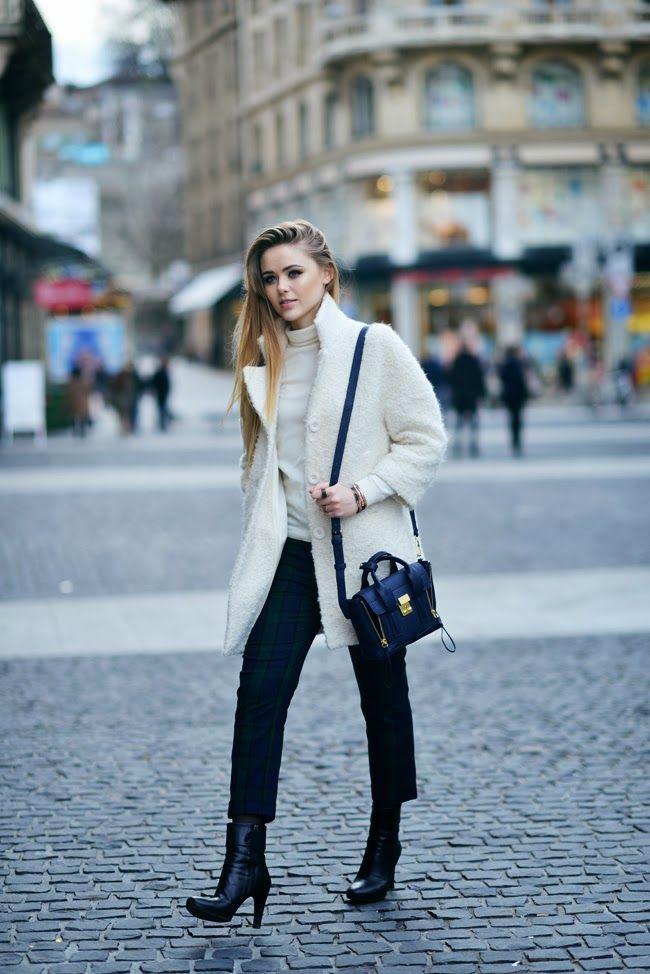 Kristina Bazan im chicen City-Look mit flauschigem Boucle Mantel von Tara Jarmon.   Shop now @ www.fashionvestis.com #tarajarmon #look #kristinabazan #fashionvestis #premium #onlineshop in #zurich