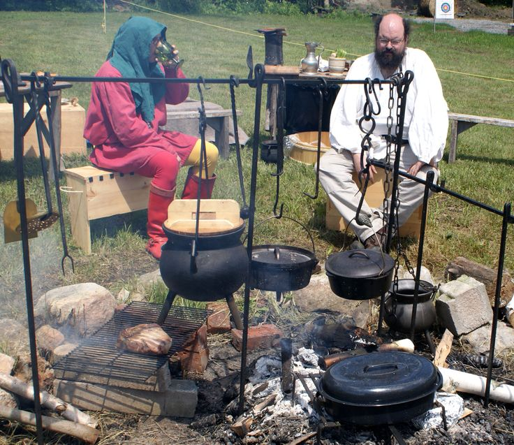 Campfire cooking at Summer Siege - Photo by Lord Dafydd ap Alan