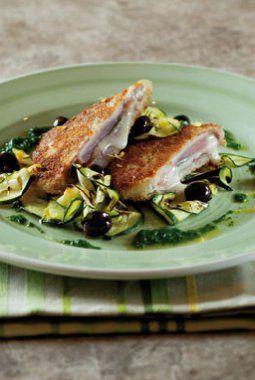 Saltimboca van tonijn met salie, buffelmozzarella en serranoham, gegrilde courgettes