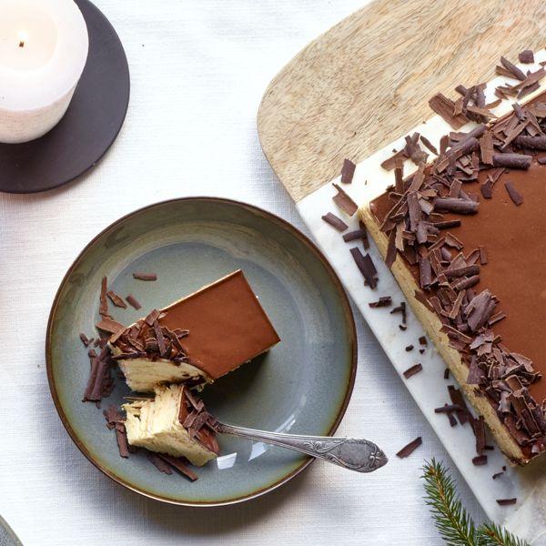 Javanais à la crème au beurre au café et ganache au chocolat