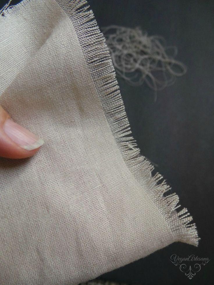 DIY tutorial para hacer servilletas de lino sin coser deshilachando los bordes