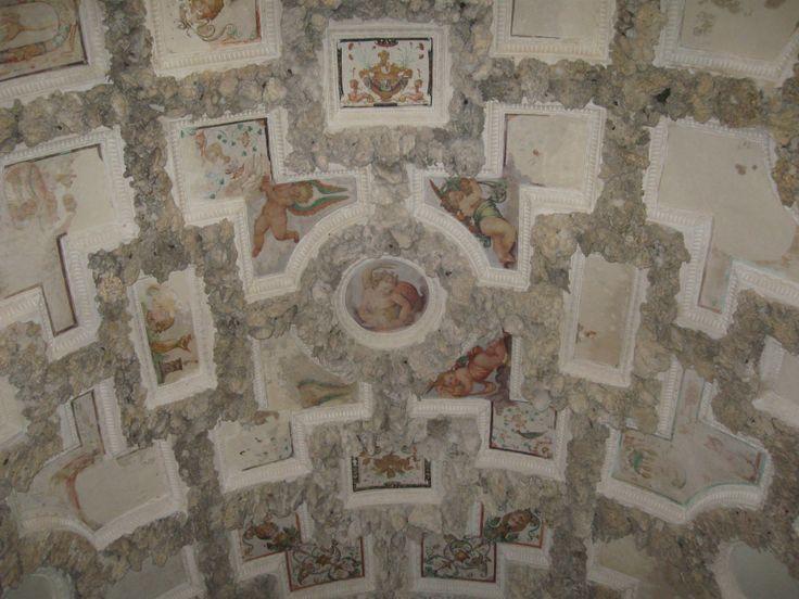 Giardino di Boboli il soffitto della Grotticina di madama