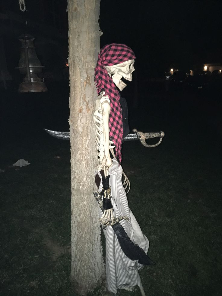 pirate skeleton run through with a sword 2016 - Pirate Halloween Decorations