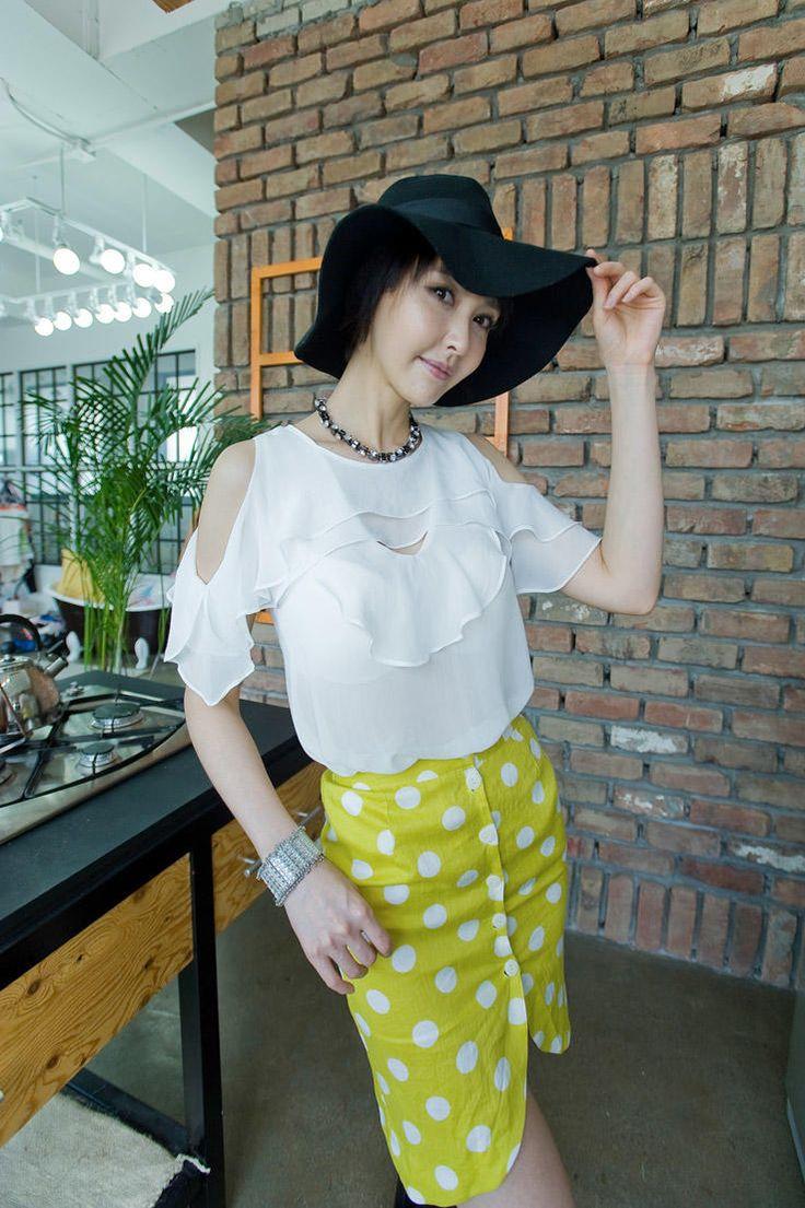 shoulder hole feminine blouse from Kakuu Basic. Saved to Kakuu Basic Blouses & Shirts.