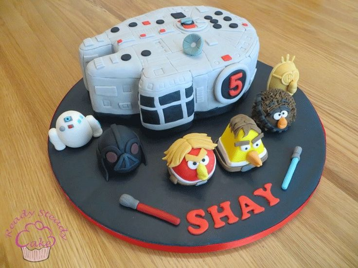 Star Wars angry birds cake with millennium falcon