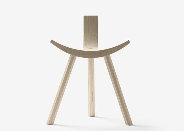 Hiruki by Jean Louis Iratzoki for Alki Hiruki is a seat halfway between a chair and a stool, a good example of the ability of synthesis that has its designer Jean Louis Iratzoki, minimizing the number of elements, and with an aesthetic that reminds Japanese design.