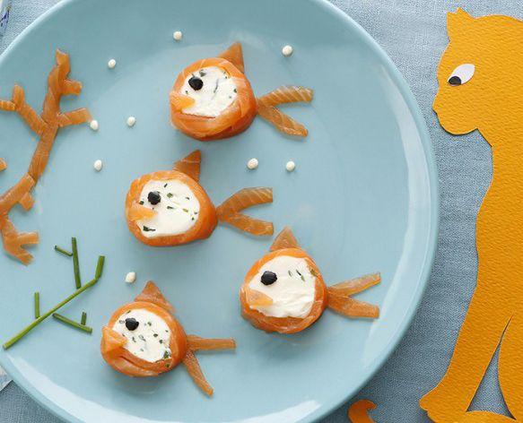 Attrapez vite ces petits roulés-saumon Kiri ;) #Kiri #recette #saumon #yummy #sushi #maki #cream #cheese #fromage #apero #recipe #kids #food #fun #rigolo #foodart #cute #creative