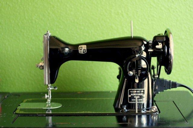 Montgomery Ward Vintage Sewing Machine - bethsco