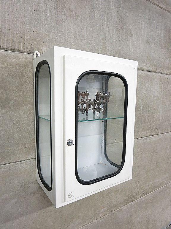 Vintage metalen medicijnkast industrieel vitrine wandkast, medical vintage cabinet Industrial