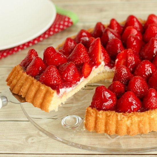 Learn to make a German Strawberries Cream Shortcake with this traditional authentic recipe for Erdbeerkuchen mit Sahne!