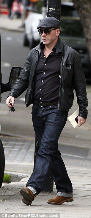 Daniel Craig appears to have put on weight in London | Daily Mail Online