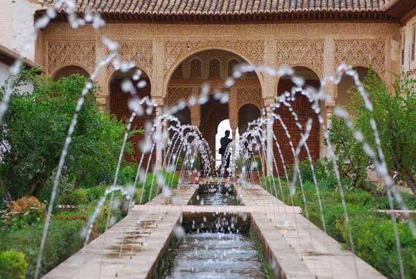 Generalife fue la residencia de verano y lugar de esparcimiento de los soberanos data del - Residencia los jardines granada ...