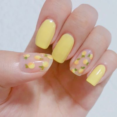 Lemon pastel yellow nails
