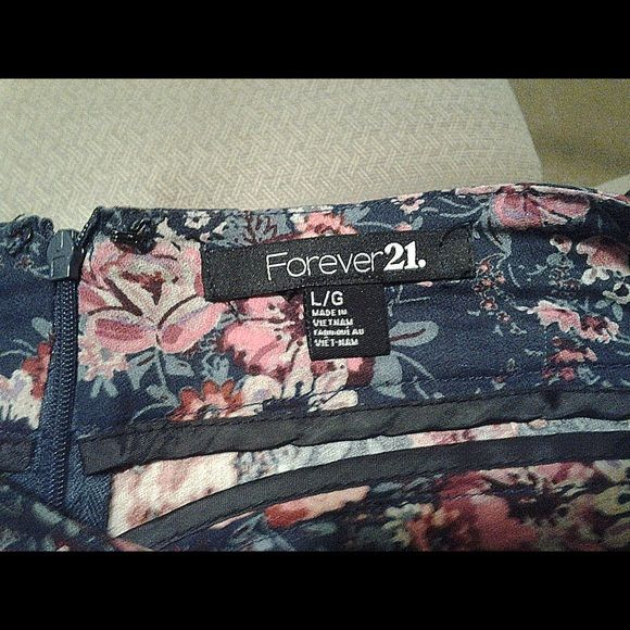 Women's Floral Shorts Size L These shorts have NEVER BEEN WORN. I bought them back in '13. Forever 21 Shorts