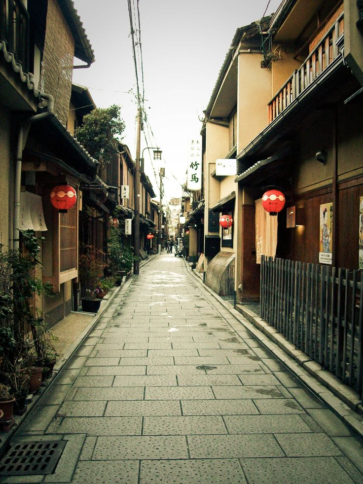 one point perspective | Kyoto: Gion one-point perspective #2 | Tales of The Breeze