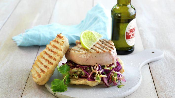 Grillet kalkunburger med asiatisk salat - Grillmat - Sommer - MatPrat