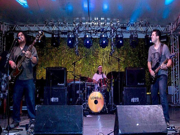 Na quinta-feira, dia 21, a partir das 15h, o grupo de rock alternativo, Lowell, se apresenta na Praça Central do Centro Cultural Bom Jardim, CCBJ.