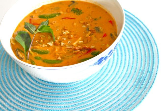 Try Thai for the night | Vegetarian Panang Curry - serve over Minute white rice for a complete and delicious dinner meal.