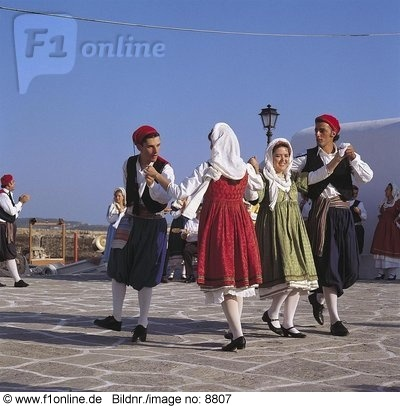 traditional costumes of Paros