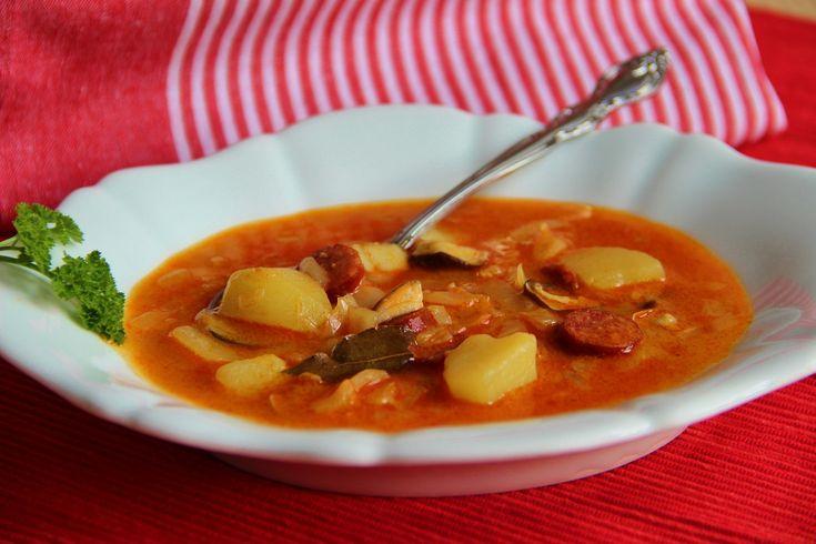 polévka s hl.zelí (brambory,houby,klobása,sl.smetana)