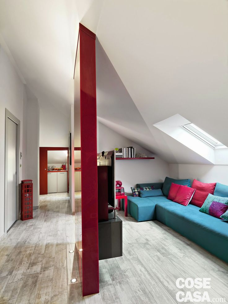 Accente roșii într-o mansardă de 96 m² | Jurnal de design interior