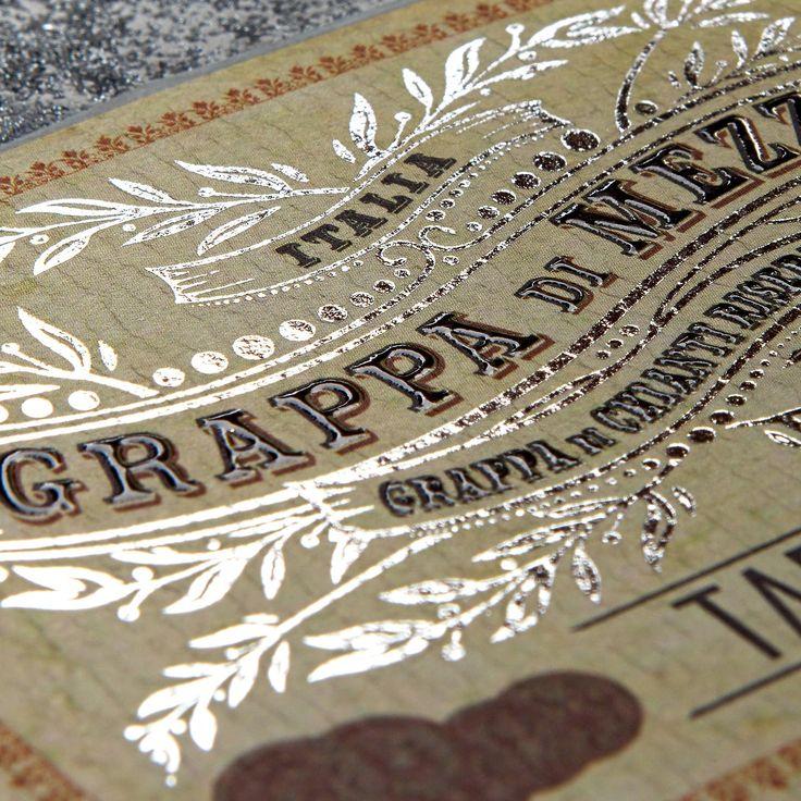 Photoshooting per DiErre: etichette adesive in bobina stampate su un'ampia varietà di carta, con finiture di pregio, per molteplici applicazioni.