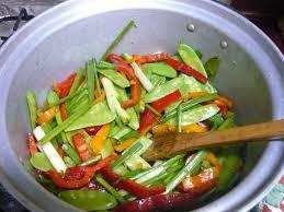 10 - HISTORIA - El movimiento vegetariano en china es casi nulo y, si existe, suele ser de origen budista. Muchas de las verduras en la cocina china no se sirven crudas debido a que tradicionalmente se empleaban abonos contaminados para el cultivo.