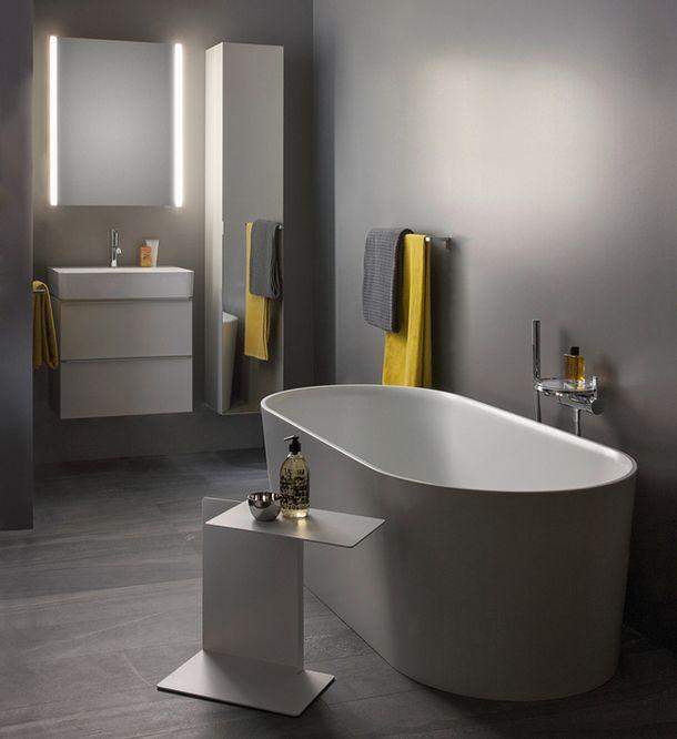 Ванна из материала Sentec, раковины идекоративные подносы из SaphirKeramik — все из коллекции Val по дизайну Константина Грчика.