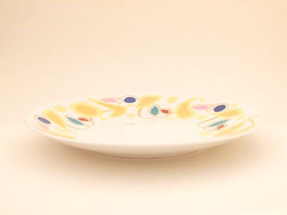 カラフルな大皿です。パスタやサラダにどうぞ。寸法(mm):上口径275;底口径150;高さ32重量(g):660 ハンドメイド、手作り、手仕事品の通販・販売・購入ならCreema。