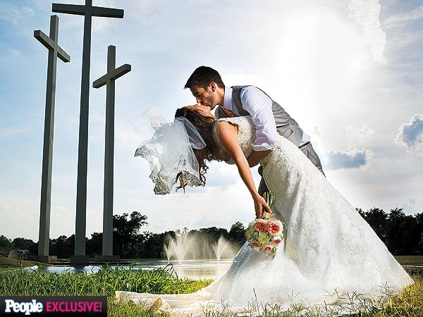 Great pose! Jill Duggar and Derick Dillard Share First Kiss at Their Wedding
