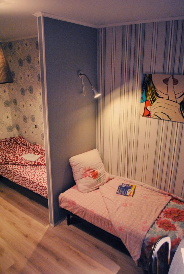 Partition Wall Idea Beds Two Children Different Wallpapers Homeaccessories Shared Girls Room Kids Shared Bedroom Shared Girls Bedroom