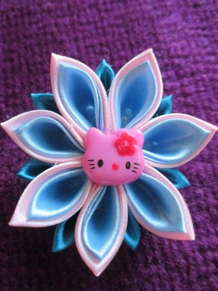 Hello kitty kanzashi