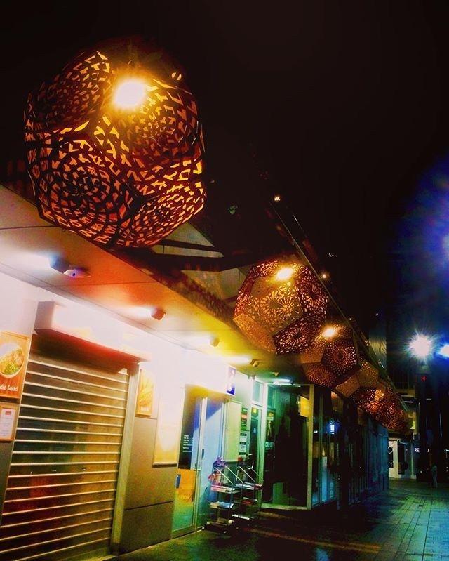 Empty alley. #hybycozo . #fringe #adlfringe #fringefestival #Adelaide #SouthAustralia #australia #adelaidefringe #adelaidestreet #jamesplace #australiagram #seeaustralia #fridaynight #wanderlust #wanderaustralia #wanderingSA #lakwatsera #streets #streetlights #city #citystreets #streetart #artiseverywhere
