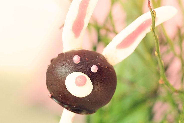 Cakepops bunny for Easterparty, Kakklubbor av chokladbollar och sockerpasta