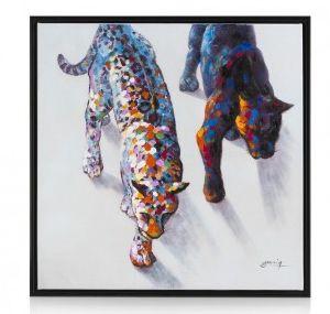 Dit schilderij 'Puma' van Youniq is gaaf! De twee puma's lijken haast wel uit het schilderij te sluipen! De dikke klodders verf in vrolijke kleuren samen met de zwarte lijst maken het doek helemaal af.