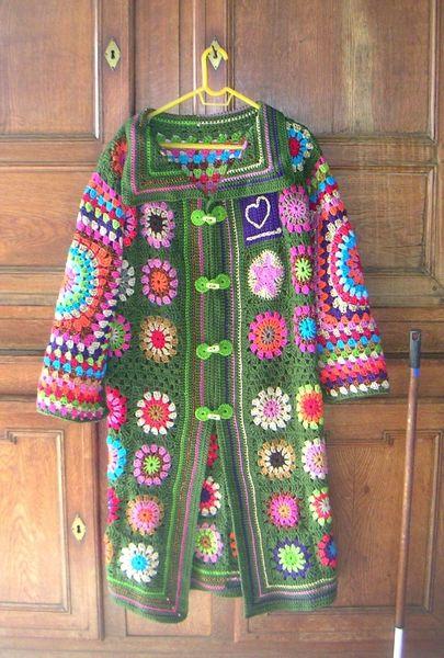 Très beau manteau en grannys avec photos du montage !