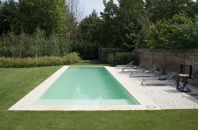 Oltre 25 fantastiche idee su scala da giardino su for A forma di casa piani con piscina cortile