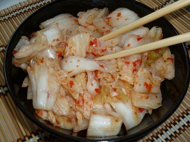 Кимчи из пекинской капусты – фаворит корейской кухни. Если вы ещё не готовили такое блюдо, то стоит устранить этот пробел и обогатить свой рацион витаминн