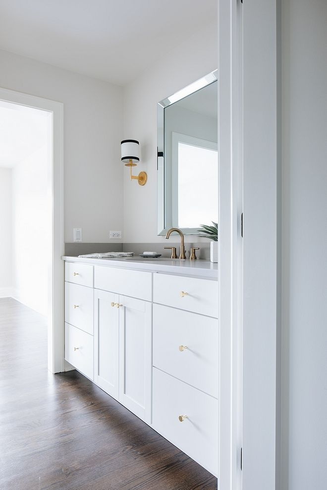 Benjamin Moore Simply White White bathroom paint color ...