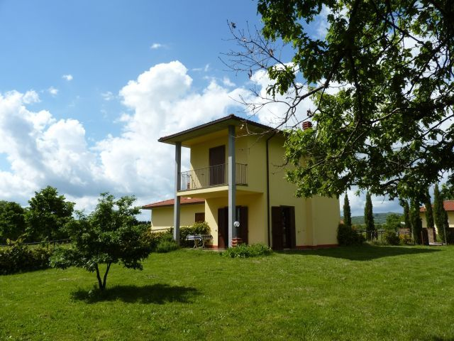 2 Stockiges Ferienhaus Mit 800 M Garten Pool In Italien Cerri In Piansano Italien Toskana Adria Sudtirol Gard Ferienhaus Pool Im Garten Italien Urlaub