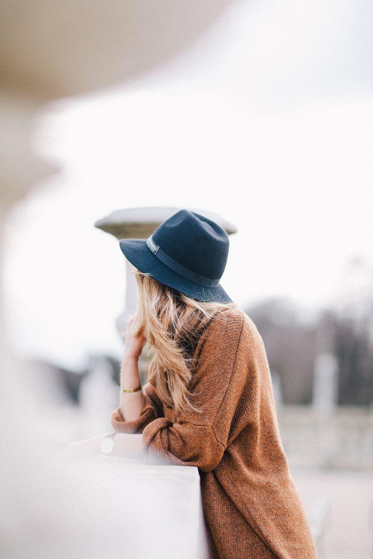 Parisienne à chapeau - by Pinketcetera