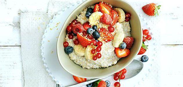 Kokosontbijtje met quinoa en vers fruit