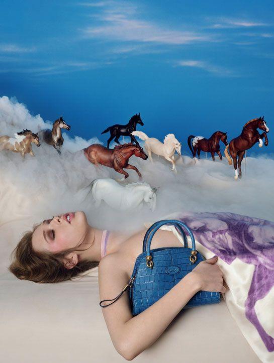 """La série de photo """"Touche Pop"""" de David LaChapelle pour Tod's http://www.vogue.fr/mode/news-mode/diaporama/tod-s-par-david-lachapelle/14952"""