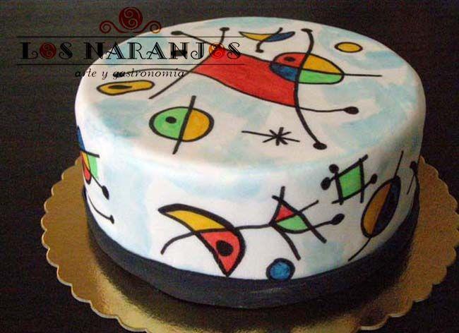 Tarta pintada a mano con pincel y pinturas comestibles inspirada en la obra de Joan Miró