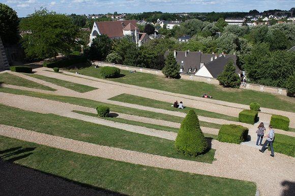 La ciudad de #Chartres ostenta la catalogación de cuatro flores de entre las Ciudades de las Flores.  http://www.guias.travel/blog/chartres-te-lo-dice-con-flores/ #turismo #Francia