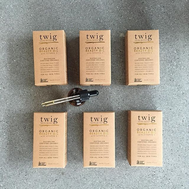 Twig Skin+Body twigskinandbody.com ORGANIC BEAUTY OIL Packed full of beneficial oils that help improve the appearance of FINE LINES, SIGNS OF PREMATURE AGEING, SUN DAMAGED SKIN, SCARRING, STRETCH MARKS, UNEVEN SKIN TONE + DRY DULL HAIR. This skin essential is in stock now